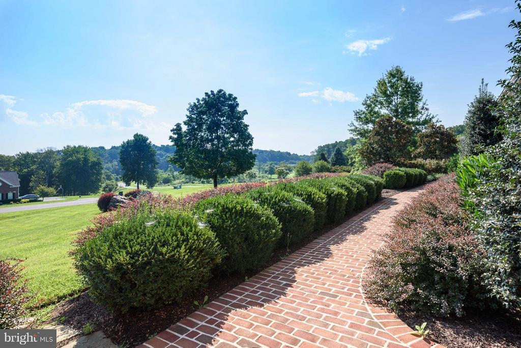 Professionally Landscaped - 35190 DORNOCH CT, ROUND HILL
