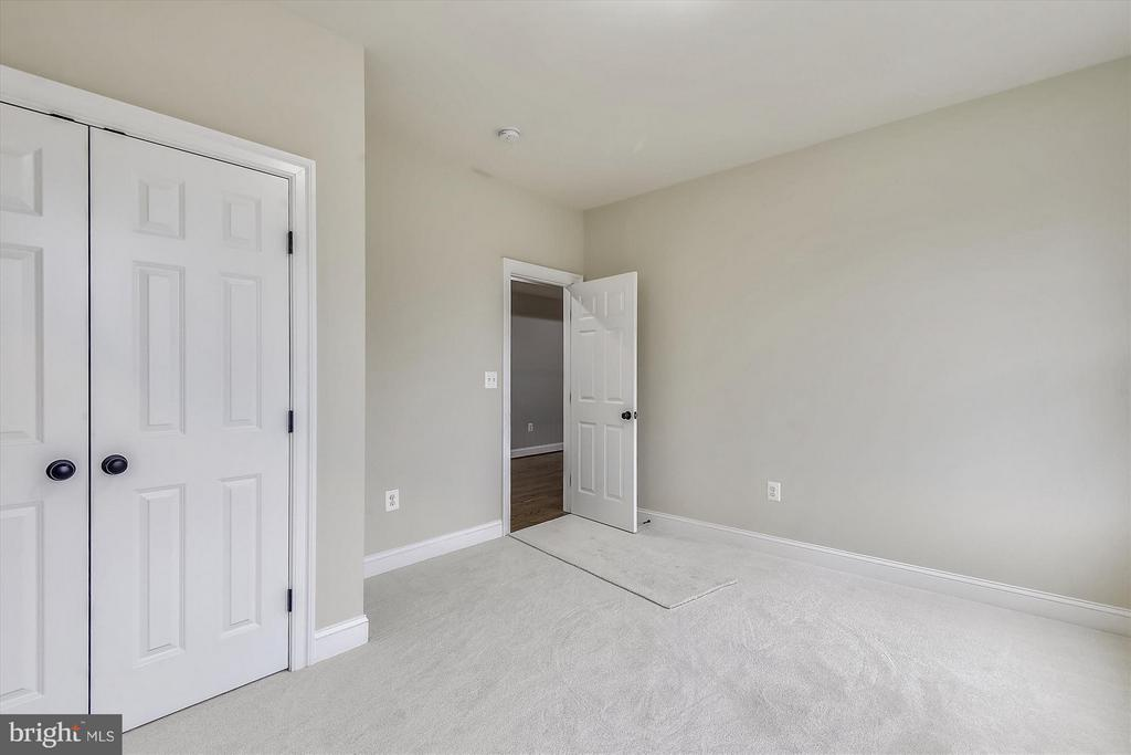 Upper level bedroom - 12107 FAIRFAX HUNT RD, FAIRFAX