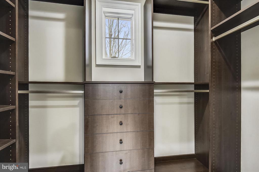 Upper level walk in closet - 12107 FAIRFAX HUNT RD, FAIRFAX