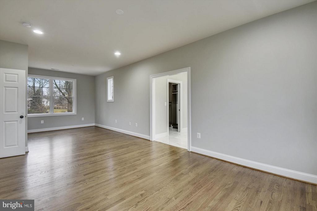 Upper level master bedroom - 12107 FAIRFAX HUNT RD, FAIRFAX