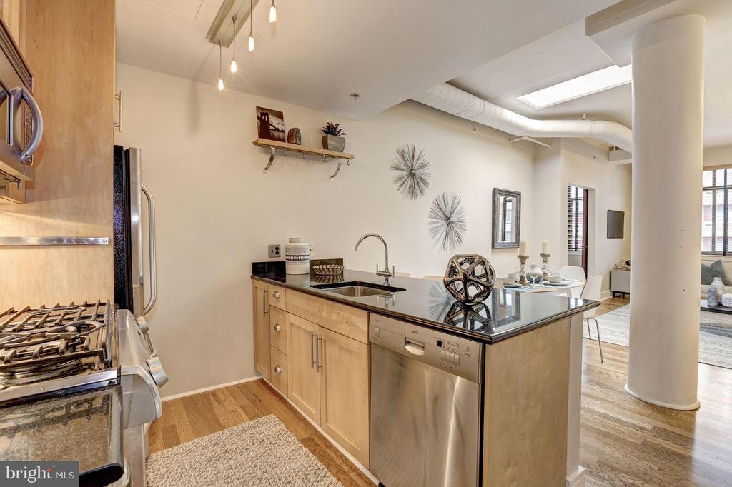 Gourmet Kitchen w/ SS Appliances - 809 6TH ST NW #61, WASHINGTON