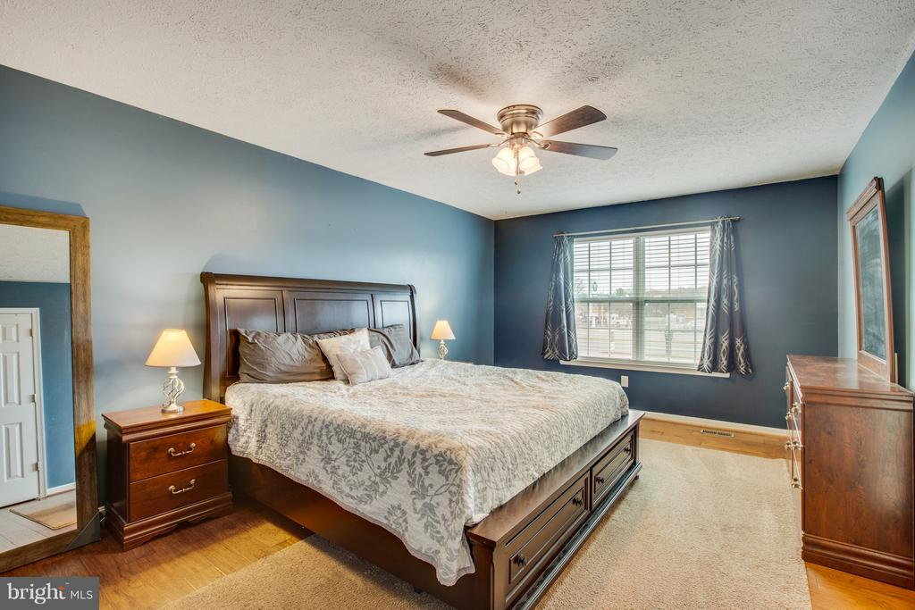 Spacious Master Bedroom - 11016 LEAVELLS RD, FREDERICKSBURG