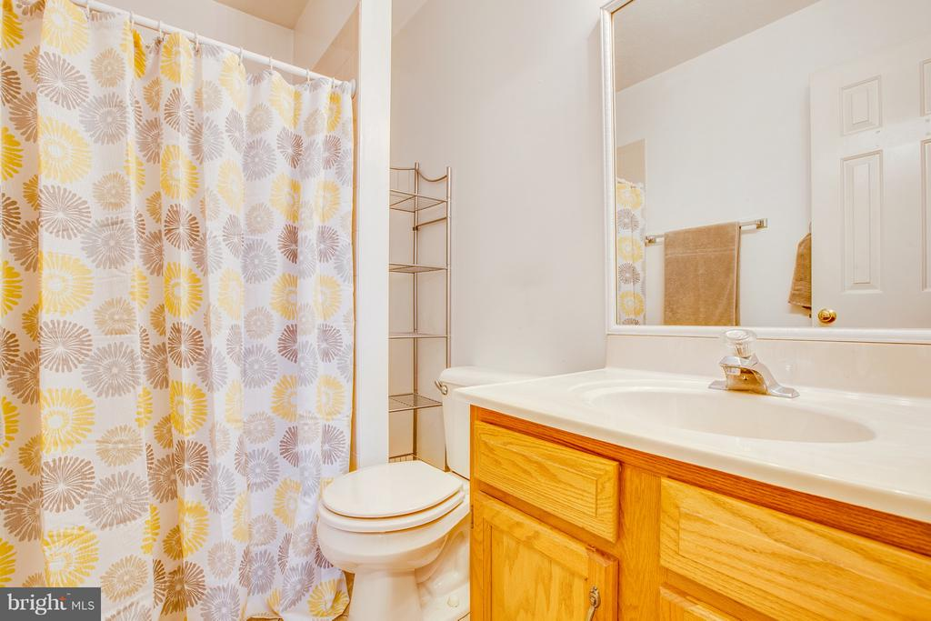 Full bath #2 - 11016 LEAVELLS RD, FREDERICKSBURG