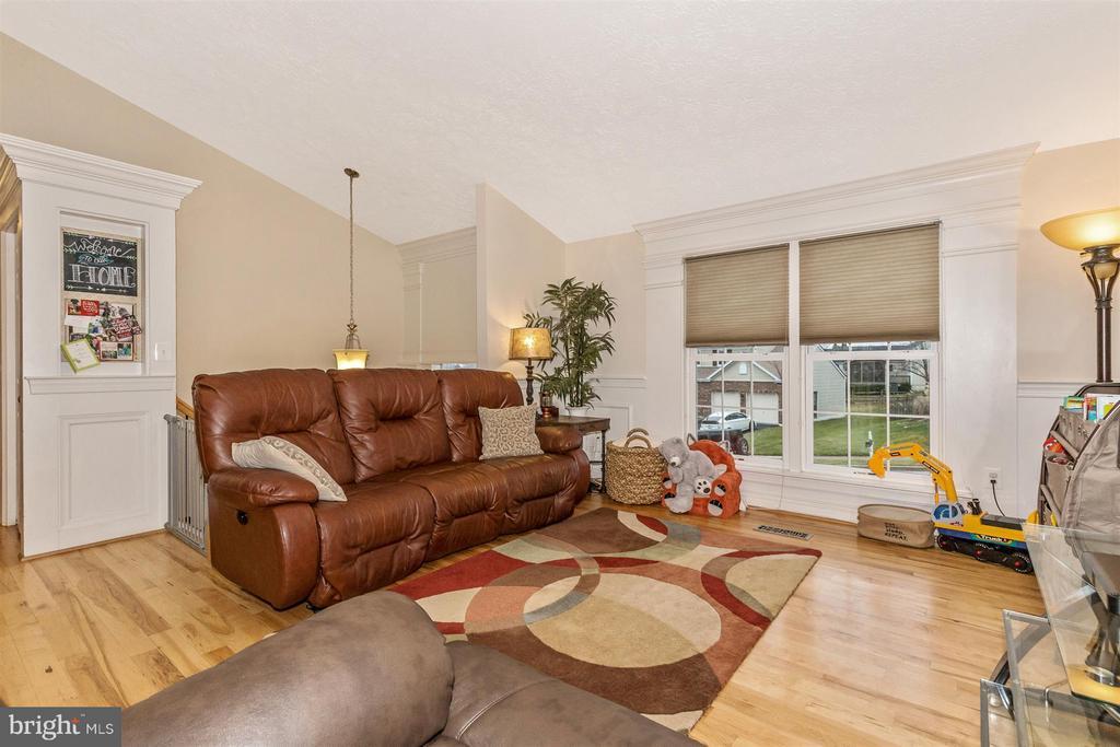 Living Room - 6402 DEVONSHIRE LN, FREDERICK