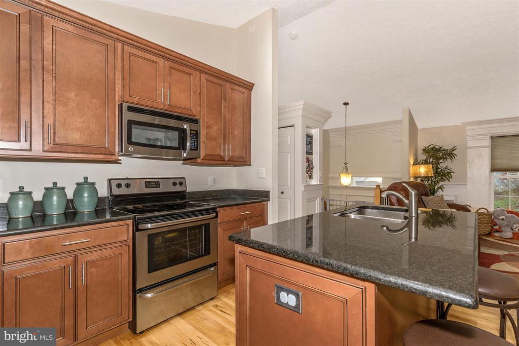 Kitchen - 6402 DEVONSHIRE LN, FREDERICK