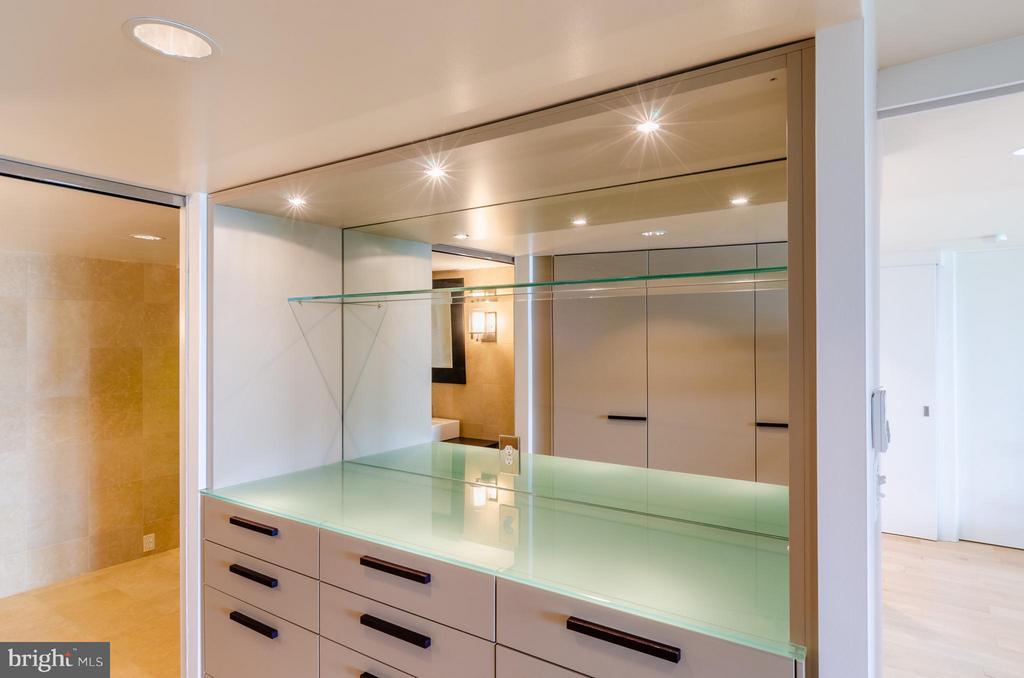 Master Suite - 700 NEW HAMPSHIRE AVE NW #107, WASHINGTON