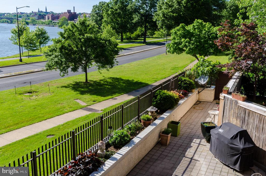 Private Terrace with River View - 700 NEW HAMPSHIRE AVE NW #107, WASHINGTON