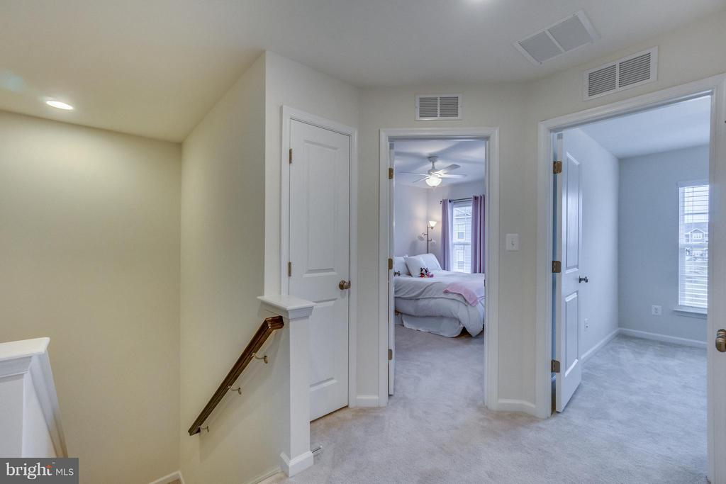 Wide Upper Hallway - 8957 DAHLGREN RIDGE RD, MANASSAS