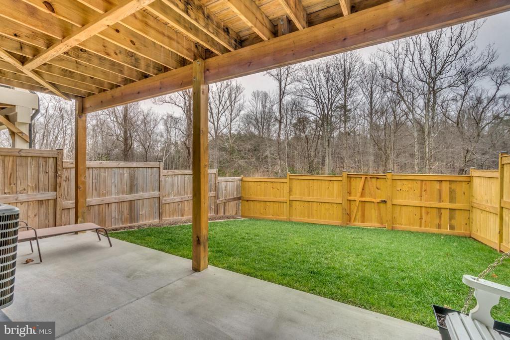 Fully Fenced  & Private Back Yard - 8957 DAHLGREN RIDGE RD, MANASSAS