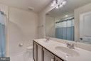 Upper Hall Bath w/Double Bowl Vanity - 8957 DAHLGREN RIDGE RD, MANASSAS
