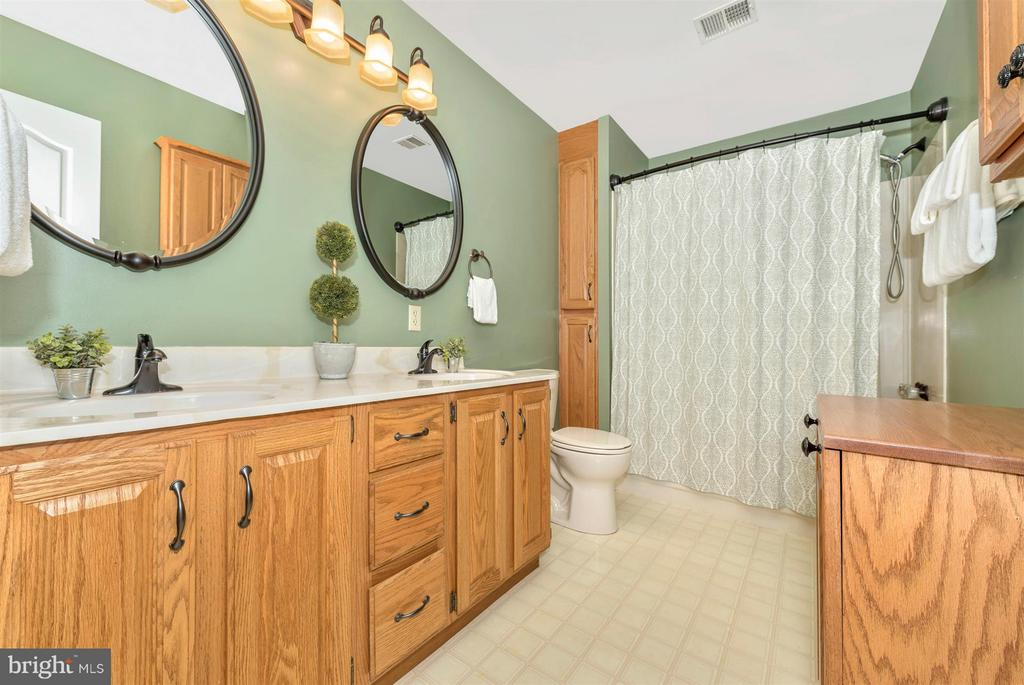 Full bath on 2nd lvl w/double vanities & storage. - 10538 CHURCH HILL RD, MYERSVILLE