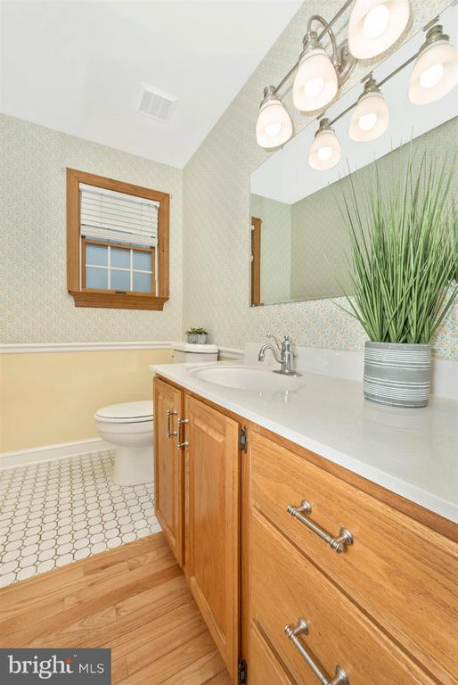 Half bath between mud room/entry area and kitchen. - 10538 CHURCH HILL RD, MYERSVILLE