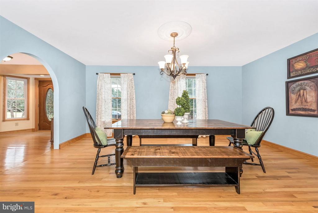 Imagine a Thanksgiving feast in this open space! - 10538 CHURCH HILL RD, MYERSVILLE