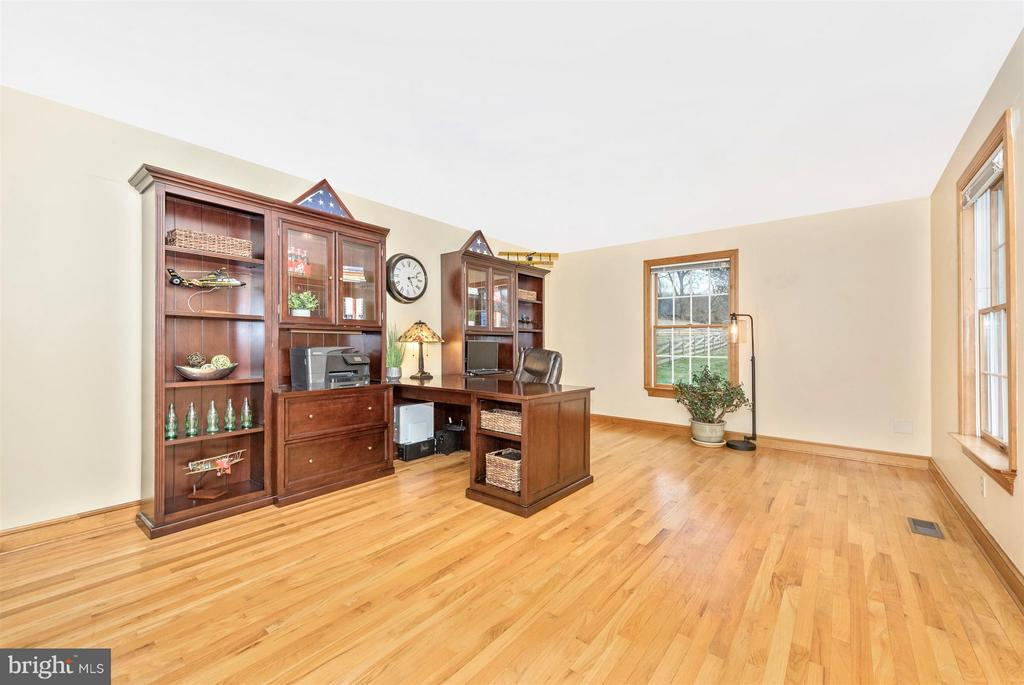 Natural light & hardwood in large office area. - 10538 CHURCH HILL RD, MYERSVILLE