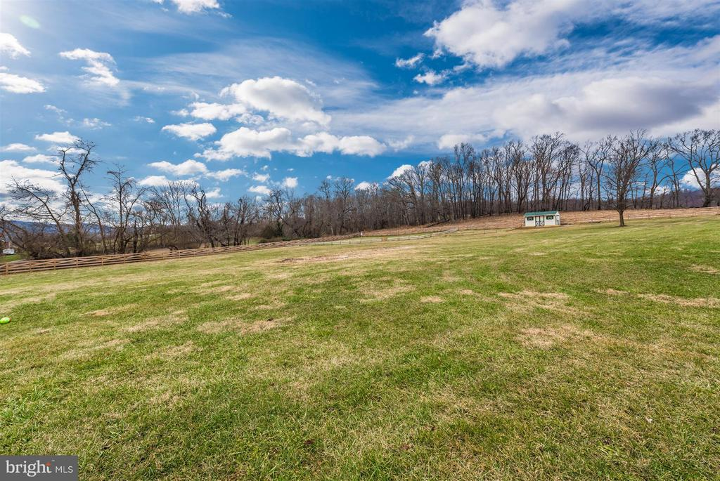 Fenced in area perfect for your favorite animals! - 10538 CHURCH HILL RD, MYERSVILLE