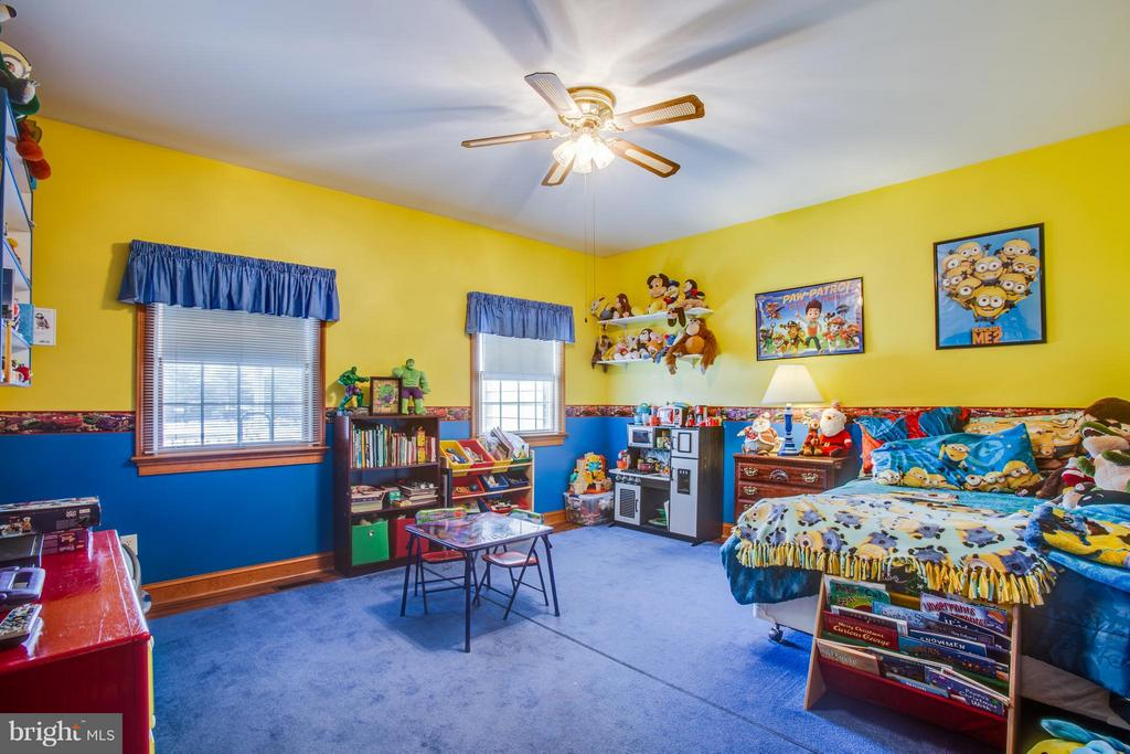Mail level bedroom with area rugs/ linoleum floor - 7411 SNOW HILL DR, SPOTSYLVANIA