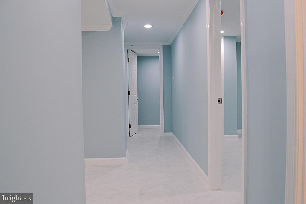 Hallway between Rooms - 1125 12TH ST NW #B1, WASHINGTON