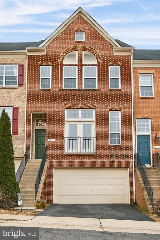 Brick Front, 2-Car Garage - 9738 CORBETT CIR, MANASSAS PARK