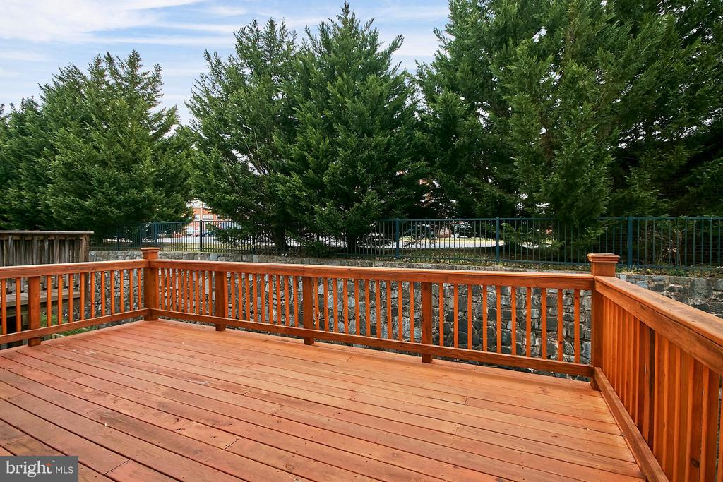 Large Private, Rear Deck - 9738 CORBETT CIR, MANASSAS PARK