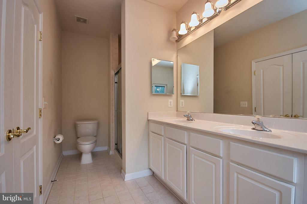 Separate Shower - 9738 CORBETT CIR, MANASSAS PARK