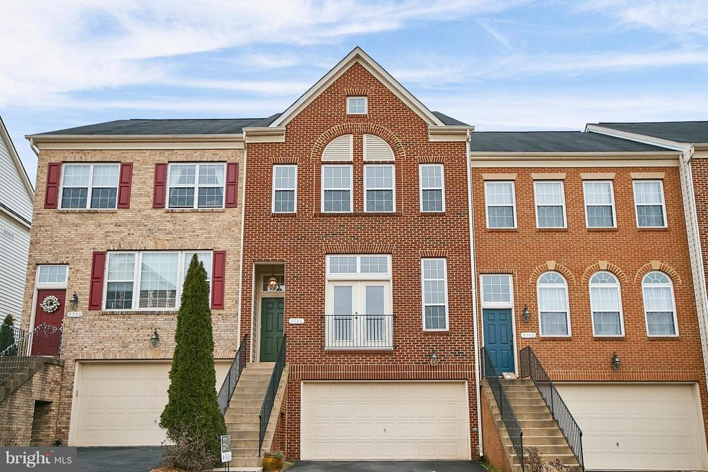 Two Car Garage and Lots of Street Parking - 9738 CORBETT CIR, MANASSAS PARK