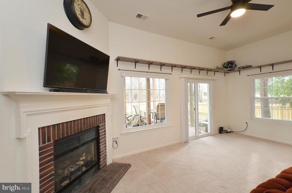 Gas Fireplace - 44114 GALA CIR, ASHBURN