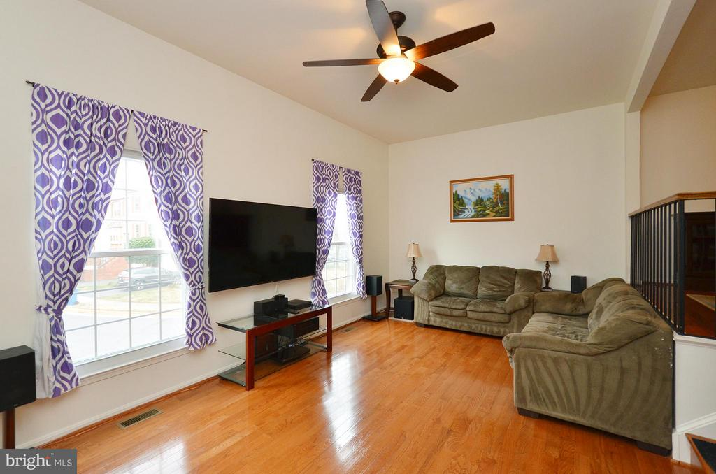 Gleaming Hardwood Floors - 44114 GALA CIR, ASHBURN