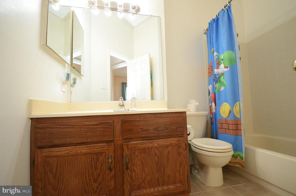 Hall Full Bathroom - 44114 GALA CIR, ASHBURN