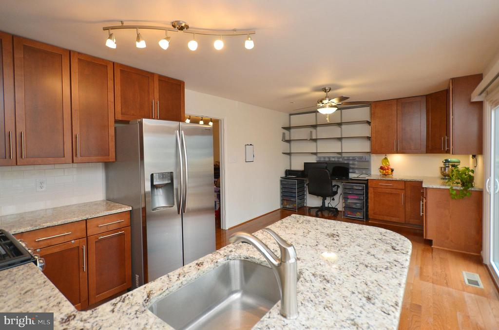 Beautiful Granite Countertops - 44114 GALA CIR, ASHBURN