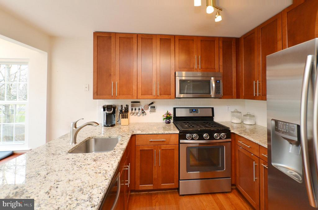 Wonderfully Updated Kitchen - 44114 GALA CIR, ASHBURN