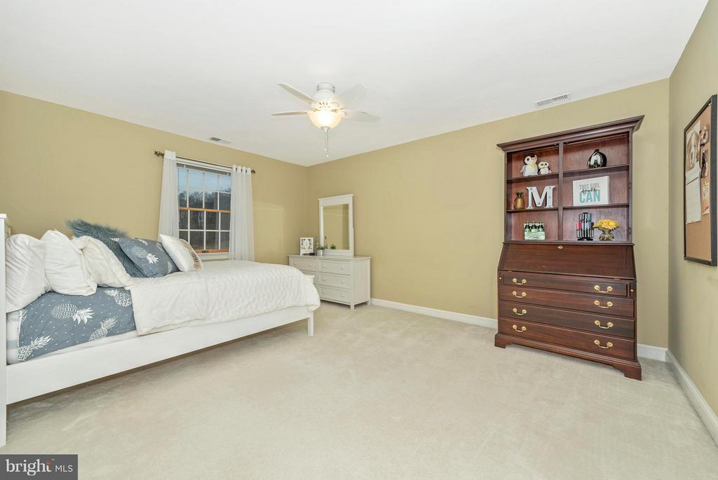 Enough space to do cartwheels in this room! - 10538 CHURCH HILL RD, MYERSVILLE