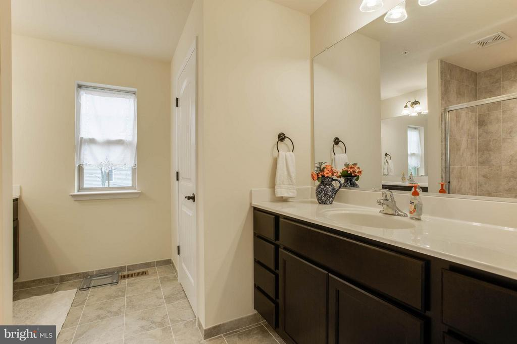 Enjoy your own space as you get ready each morning - 7131 MASTERS RD, NEW MARKET