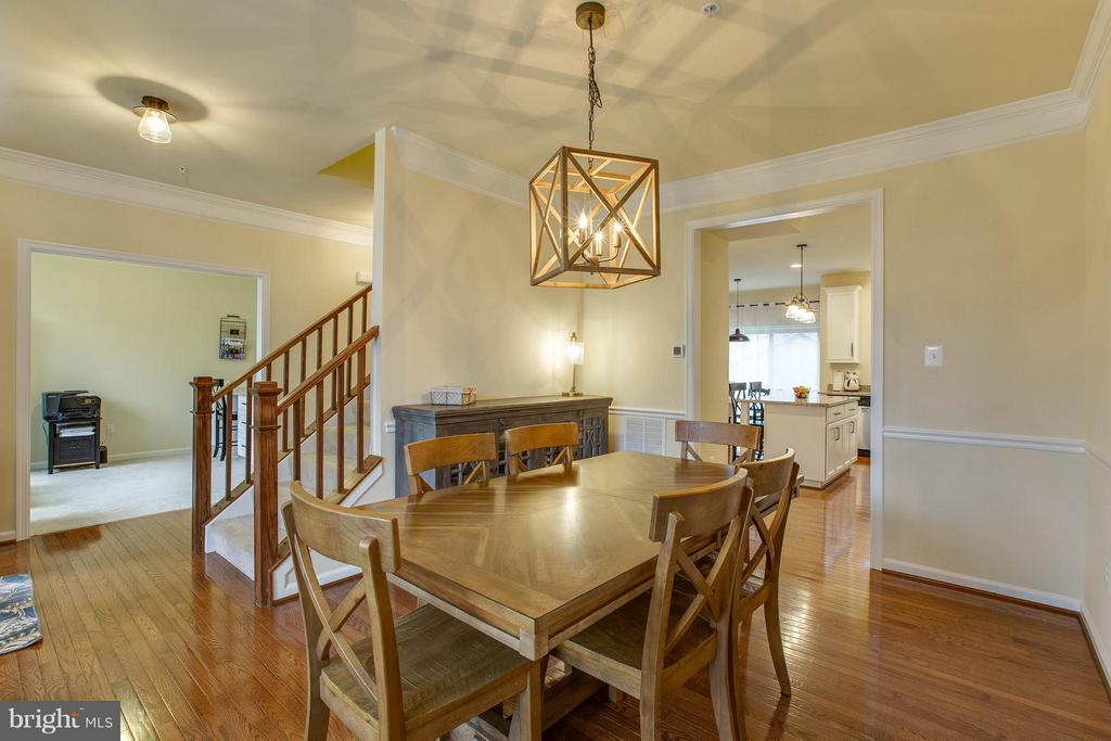 Open floor plan allows easy entertaining - 7131 MASTERS RD, NEW MARKET