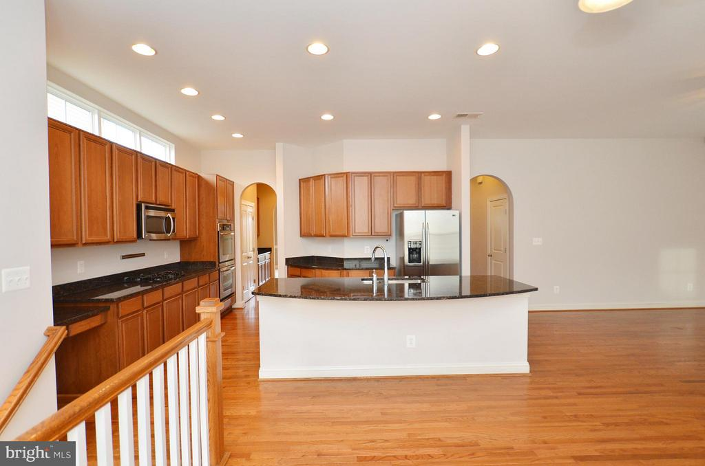 Wonderful Open Kitchen - 23386 HIGBEE LN, BRAMBLETON