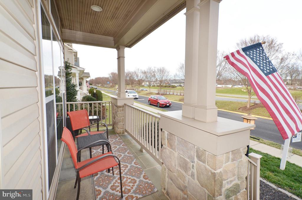 Beautiful Front Porch - 23386 HIGBEE LN, BRAMBLETON
