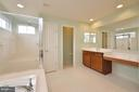 Large Master Bathroom - 23386 HIGBEE LN, BRAMBLETON
