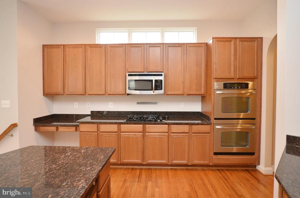 Tons of Cabinet Space - 23386 HIGBEE LN, BRAMBLETON