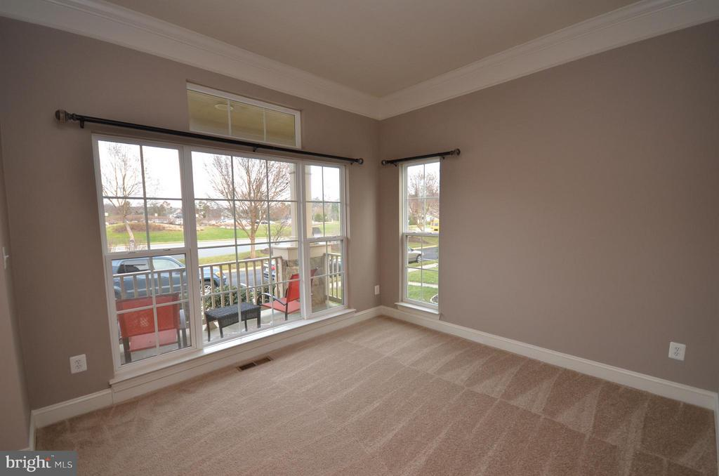 Formal Living Room with Crown Molding - 23386 HIGBEE LN, BRAMBLETON