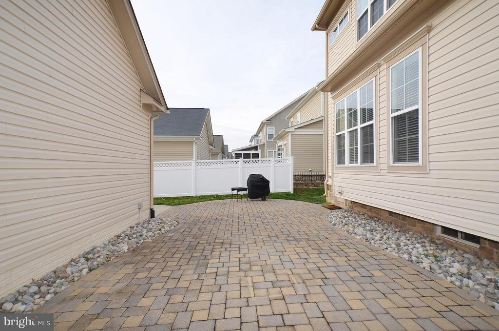 Brick Paver Patio - 23386 HIGBEE LN, BRAMBLETON