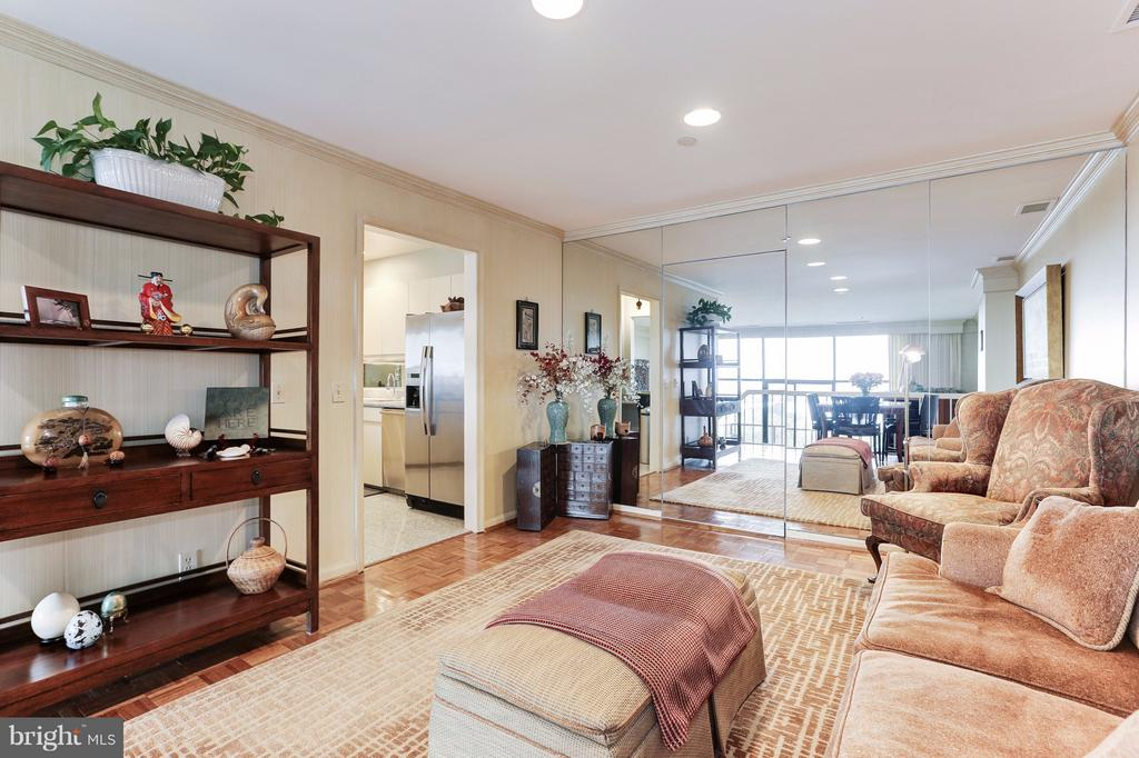 Living Space with Mirrored Wall - 1401 N OAK ST #603, ARLINGTON