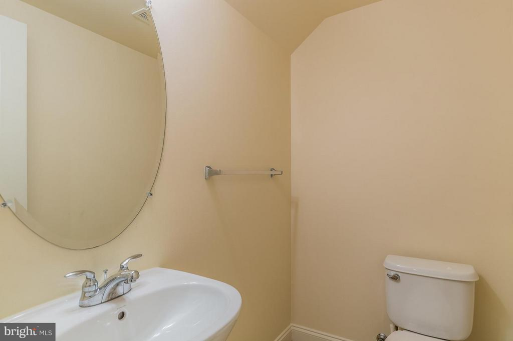 Main Level 1/2 Bath - 4118 POTOMAC HIGHLANDS CIR, TRIANGLE