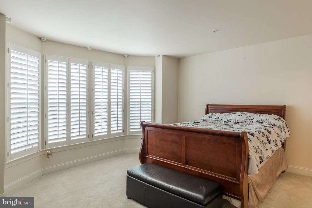 Light and Airy Master Bedroom - 4118 POTOMAC HIGHLANDS CIR, TRIANGLE