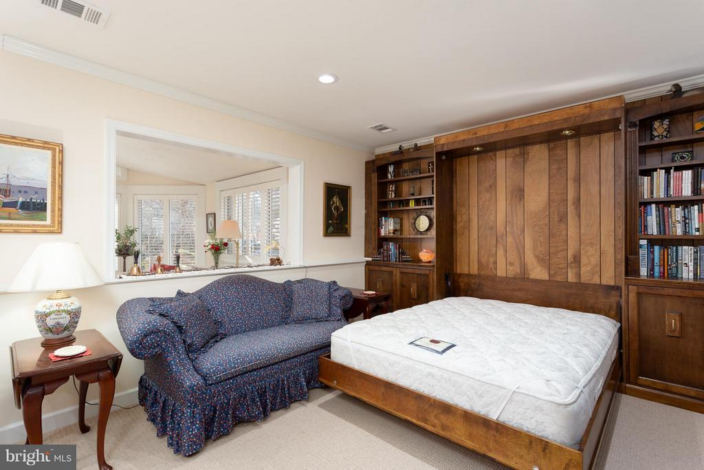 Family Room/BR3 with Queen Murphy Bed - 10001 WOOD SORRELS LN, BURKE