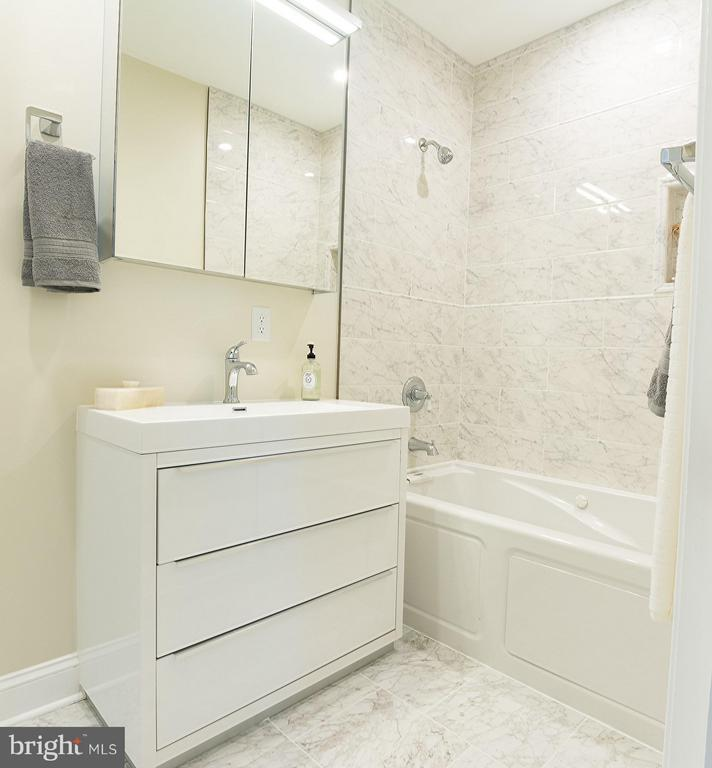 bathroom - 57 53RD PL SE, WASHINGTON