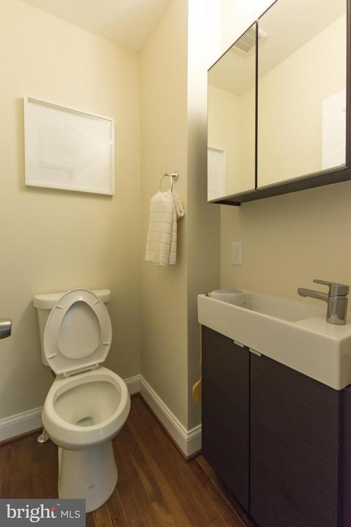 powder room - 57 53RD PL SE, WASHINGTON