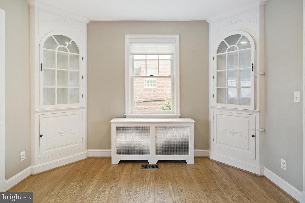 Breakfast Room w/built in corner hutches - 309 TIMBERWOOD AVE, SILVER SPRING