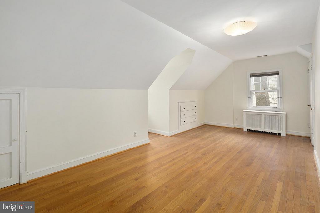 Upper Level Master Bedroom - 309 TIMBERWOOD AVE, SILVER SPRING