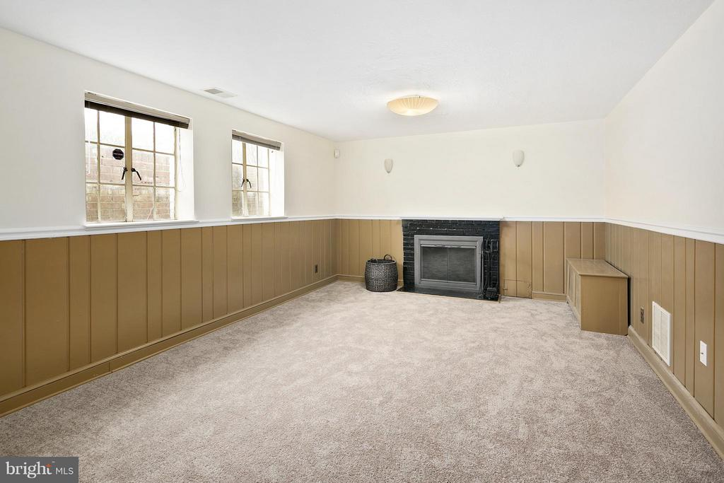 Basement w/Brand New Carpet and Fireplace - 309 TIMBERWOOD AVE, SILVER SPRING