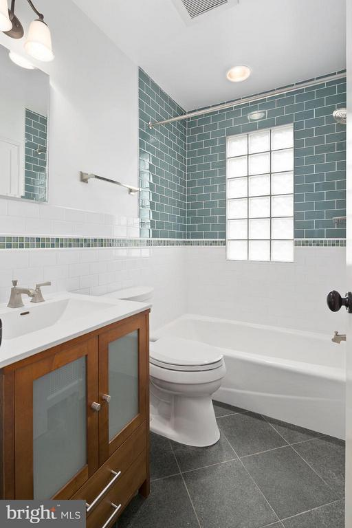 Updated Main Level Full Bath - 309 TIMBERWOOD AVE, SILVER SPRING