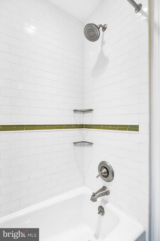 Updated Upper Level Full Bath - 309 TIMBERWOOD AVE, SILVER SPRING